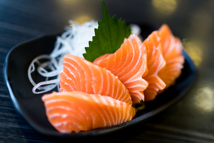 Salmon Sales Taking a Dive in Chinese Market, and Japanese-Style Restaurants are Finding a Way Out