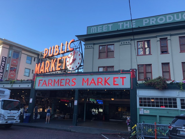 Celebrating Pike Place Markets 112th Anniversary: Visiting Seattles Famous Market is a No Brainer